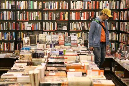 ciento-espanoles-prefiere-libro-electronico_EDIIMA20150108_0531_15